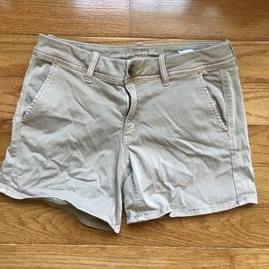 American Eagle tan shorts size 8 chino style